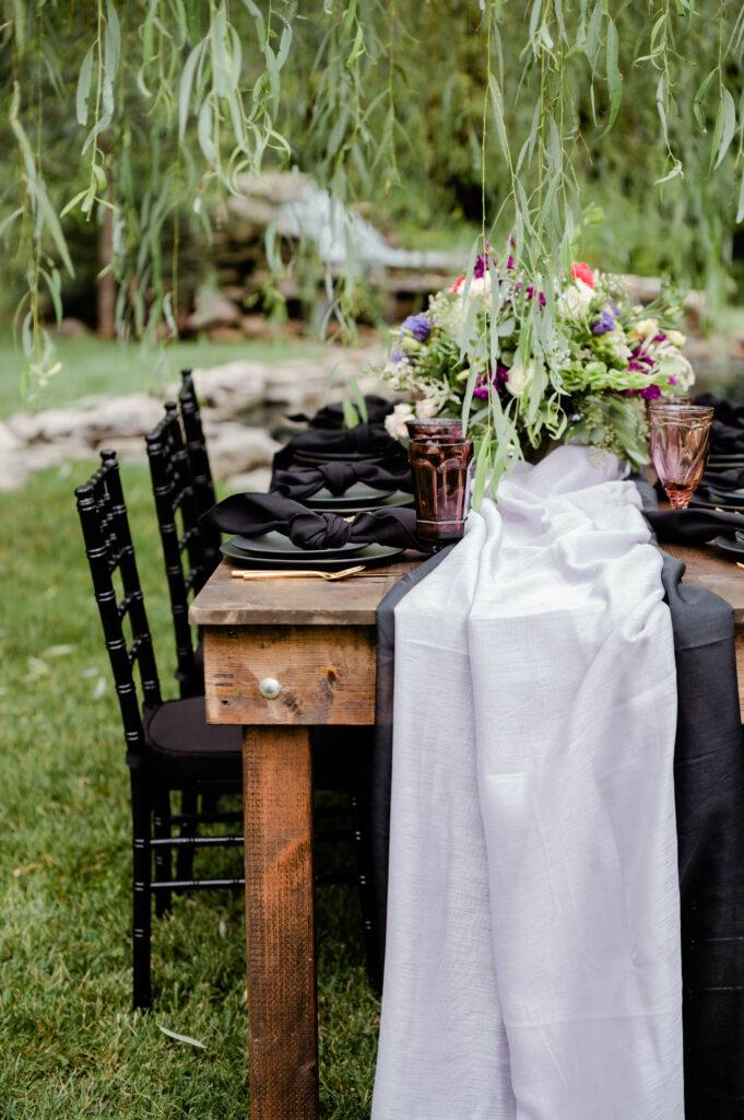Modern Garden - Plum & Black