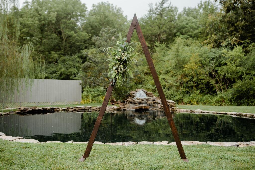 Triangle Arch - Modern Garden